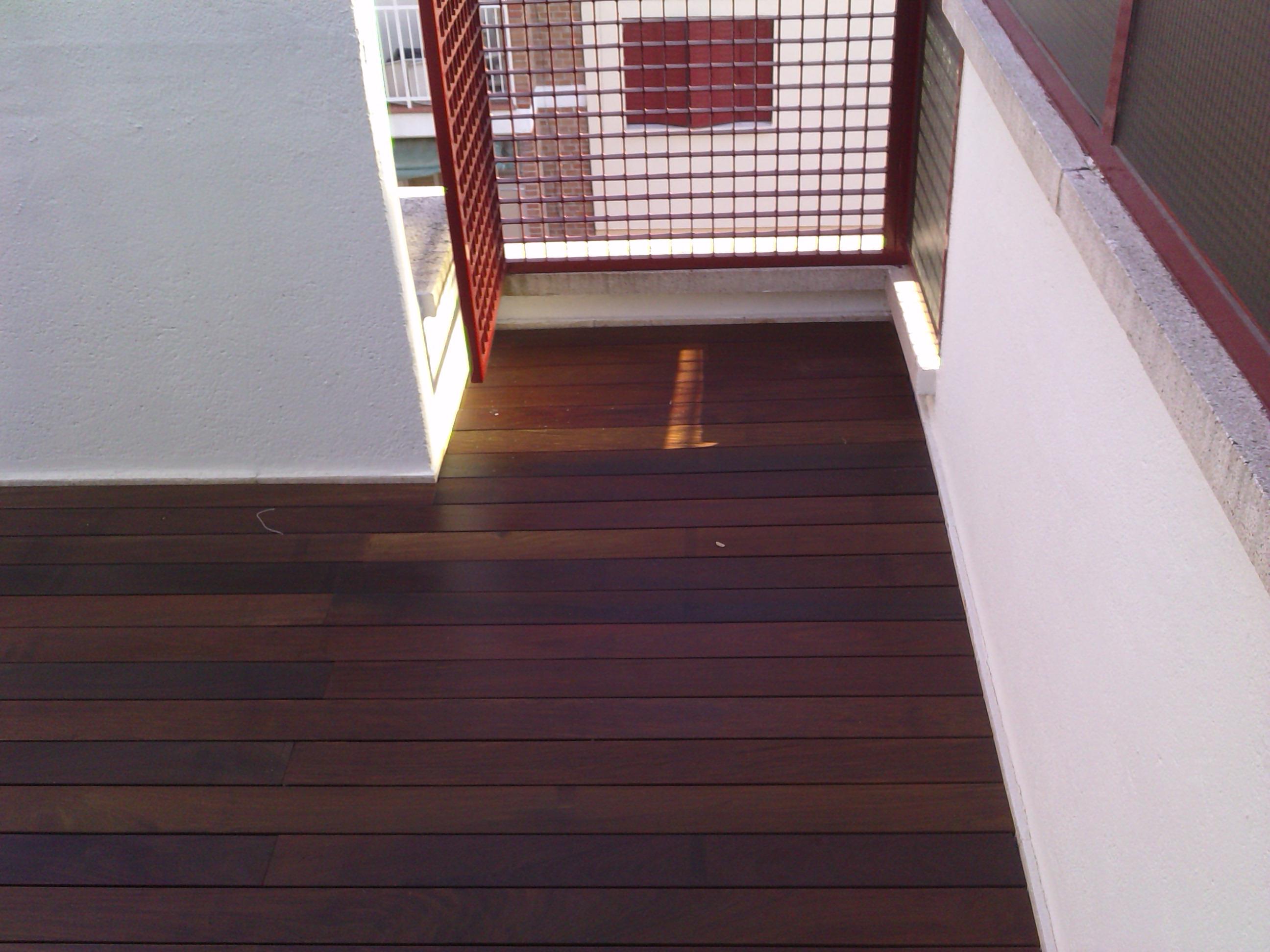 https://topmadera.com/wp-content/uploads/Instacion-de-tarima-maciza-de-ipe-exterior-grapa-vista-en-terraza-La-florida.jpg