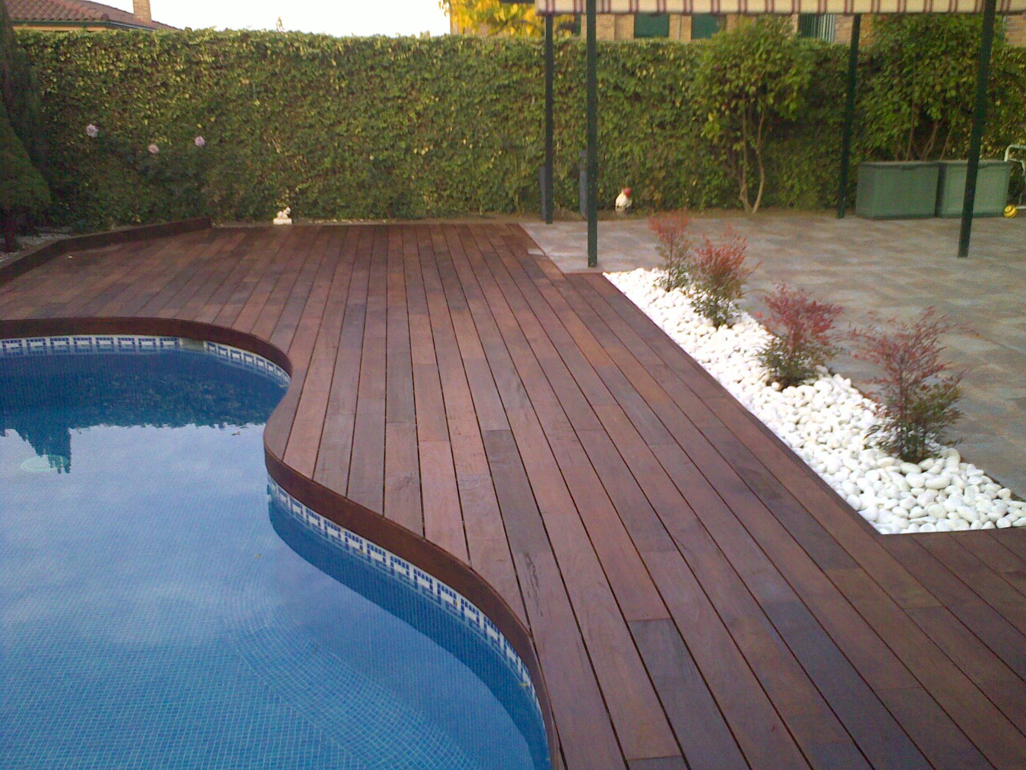 https://topmadera.com/wp-content/uploads/Instalacion-de-ipe-de-exterior-en-piscina-en-Arroyomolinos.jpg