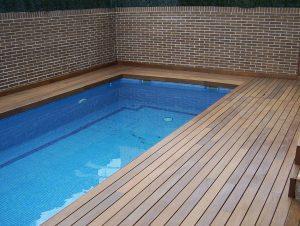 Instalacion en piscina con madera de ipe exterior maciza en Marbella