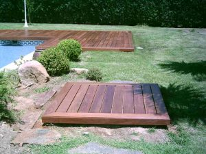 Coronacion De Piscina Y Tapa Depuradora En Jardin Con Piscina