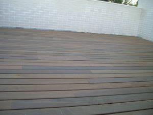Terraza con madera maciza de ipe para exterior