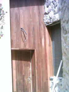 Revestimiento vertical en fachada de chalet en Manzanares el Real
