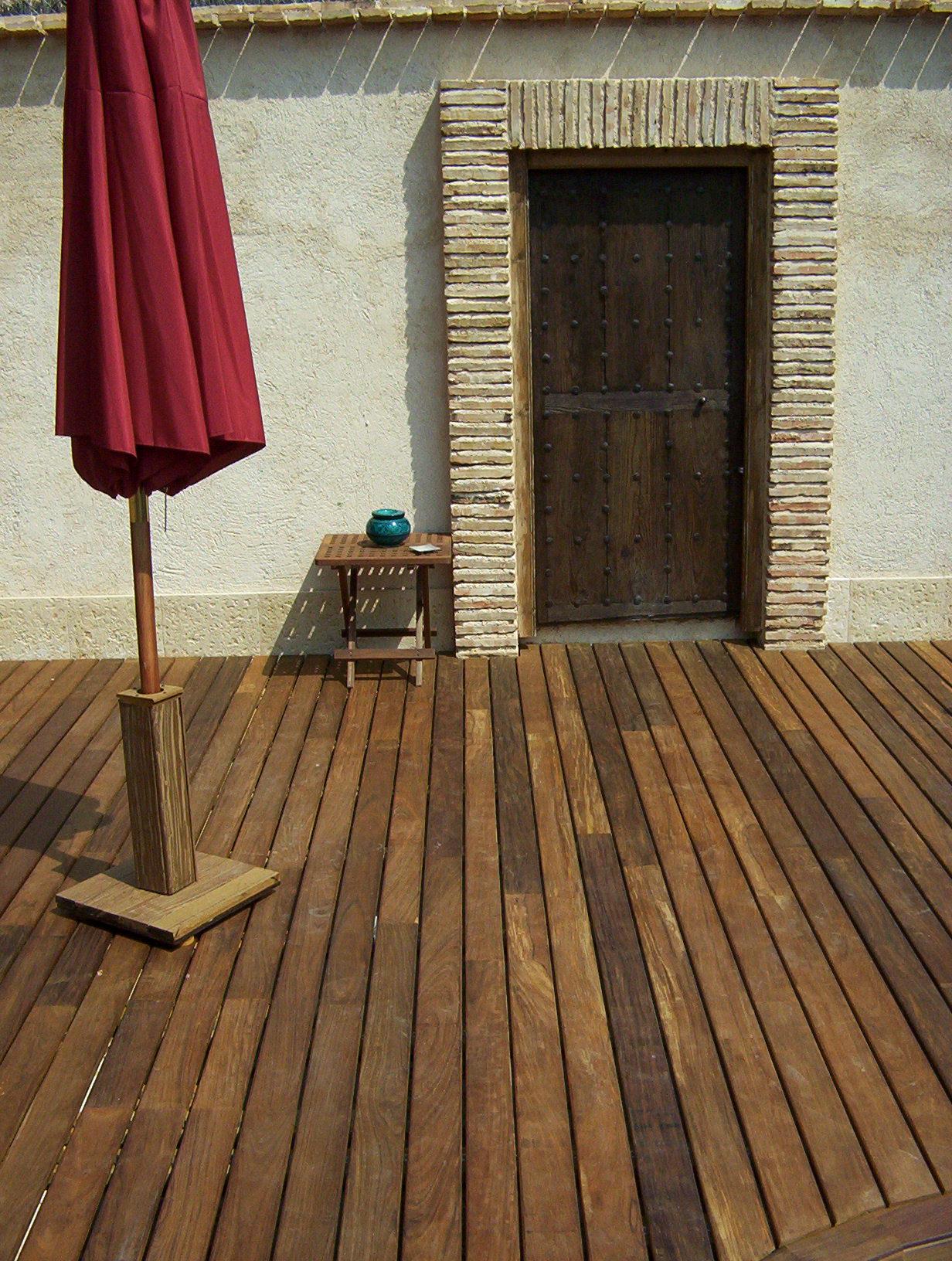 Piscina con spa y tarima de exterior maciza - Spa en alcobendas ...