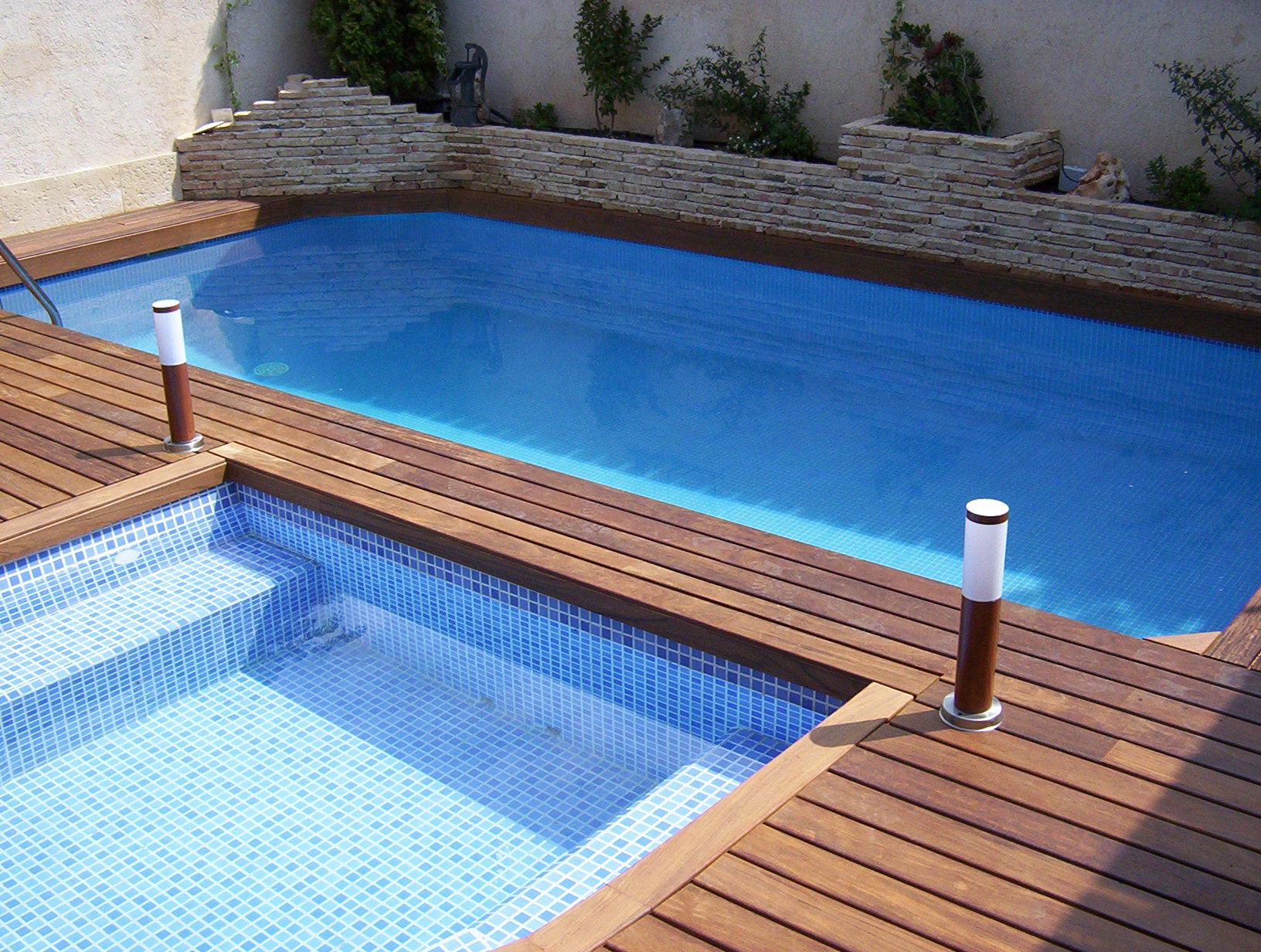 Tarima de ipe en piscina de exterior en Alcobendas - Topmadera