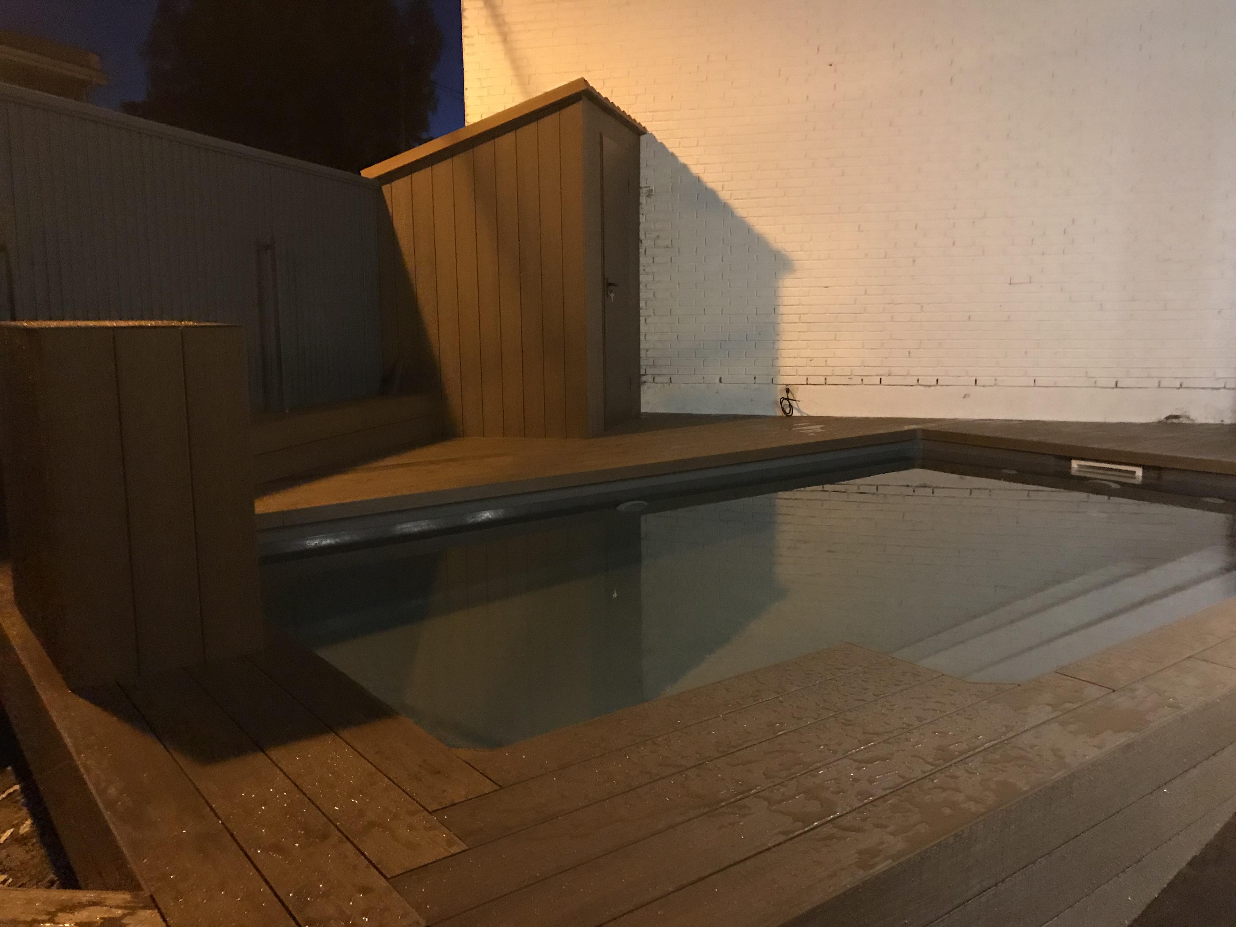 Tarima para exterior encapsulada wpc decking en piscina y for Tarimas de madera para jardin