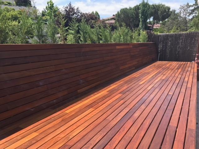 Tarima de exterior de madera de ipe en vertical piscina y solarium Maderas tratadas para exterior