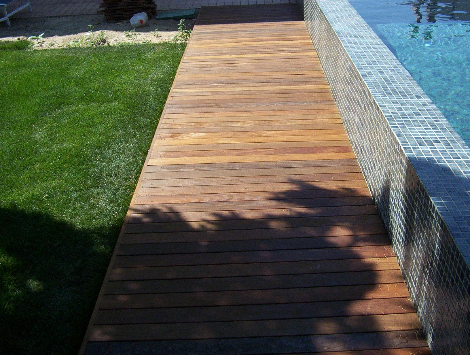 Tarima de ipe en jardin y piscina en aravaca madrid for Tarimas de madera para jardin